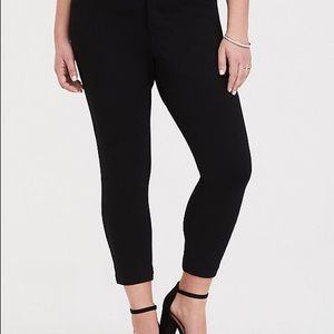 NWT Torrid All Nighter Cropped Trouser - Size 22R